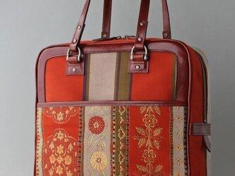 朱赤花紋帯とタンニンなめしレザーの縦型ブリーフケースの画像