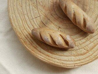 フランスパンのブローチの画像