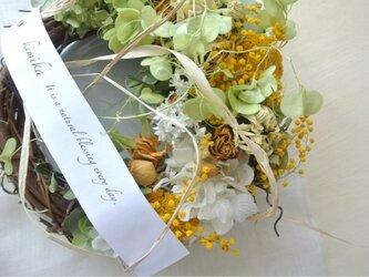 ミモザと黄色の花達のwreathの画像
