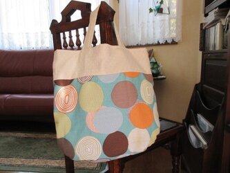 楕円柄のトートバッグの画像