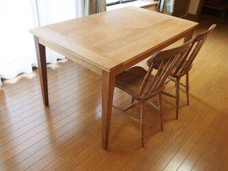 ナラ無垢材ダイニングテーブルの画像