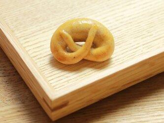 パンのブローチ(ぷっくりプレッツェル)の画像