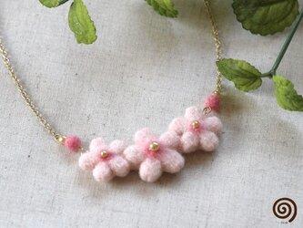 桜の花のネックレスの画像