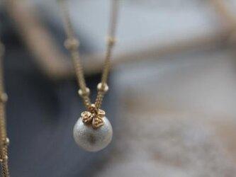 コットンパールとクローバーの一粒ネックレスの画像