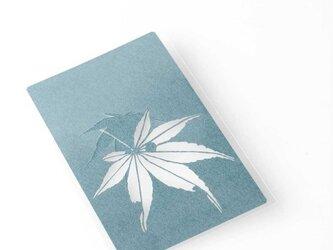 切り絵 カード しおり 名刺 楓 青グレーの色渋紙 1枚の画像