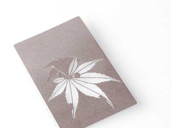 切り絵 カード しおり 名刺 楓 濃灰の色渋紙 1枚の画像