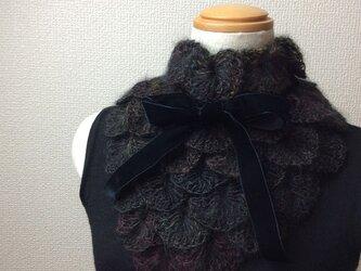 うろこ編みのサンカクミニマフラー ブラックの画像