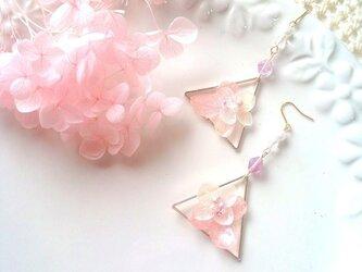 あじさいの三角枠ピアス☆ピンク×ホワイトの画像
