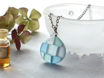 モザイクガラスのアクセサリーの画像