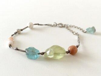 Natural material braceletの画像