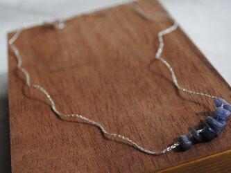 いとあみネックレス アイオライトミニタンブル 銀糸 の画像