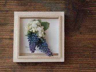 ムスカリと白い小花の片耳ピアス(フェイク)の画像
