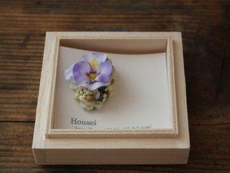 紫のビオラの片耳ピアス(フェイク)の画像