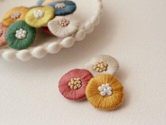 再販:2.色とりどりなお花のブローチの画像