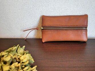 ブラウンの牛革手縫いポーチ(小)の画像