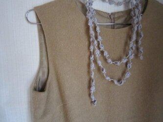 花と葉のかぎ針編みネックレス(ライトブルーグレー)の画像