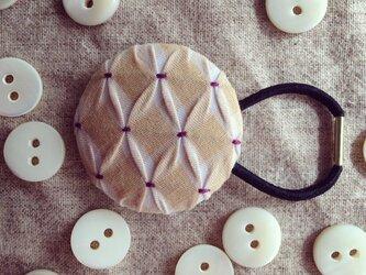 スモッキング刺繍くるみボタンのへアゴム S-16の画像
