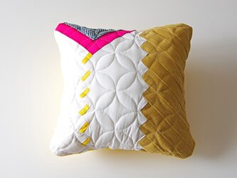 cushion / herringbone (white)の画像