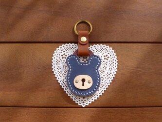 本革 クマの南京錠キーホルダー(紺/キャメル) パドロックの画像