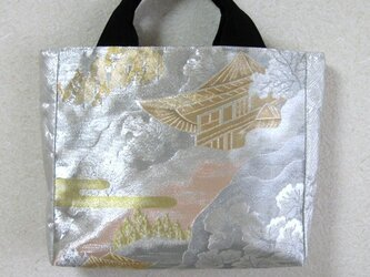 光沢が豪華な帯地かばんの画像