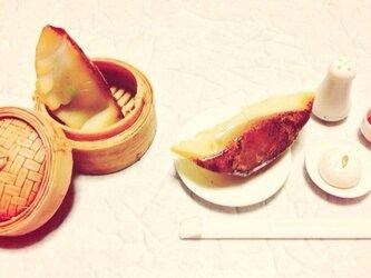 リアルな焼き餃子のブローチの画像