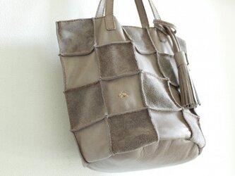 本革 手縫いPatchwork tote M (モカグレー)の画像