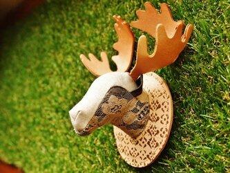 森の族長ヘラジカブローチの画像