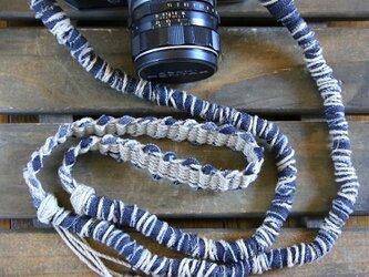 デニム裂き布麻紐ヘンプカメラストラップ(2重リング)の画像