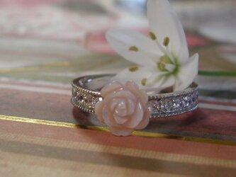 小さい薔薇のリングの画像