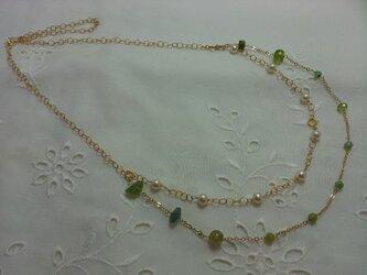 グリーンの石のネックレスの画像