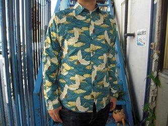長袖和柄シャツ(波模様に雲と鶴)の画像
