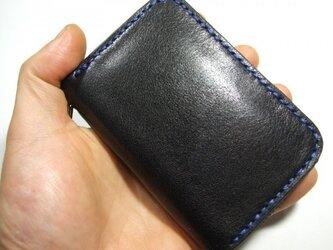 カードキーも入るファスナーキーケース 黒に青ステッチの画像