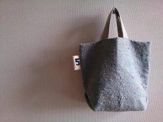 タグつき裂き織りバッグの画像