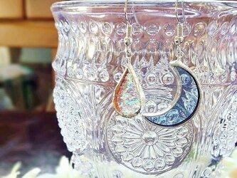 ステンドグラス 月と雫のピアス~アクアブルー~の画像