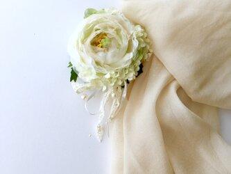 ラナンキュラスのコサージュ&ヘアーアクセサリー whiteの画像