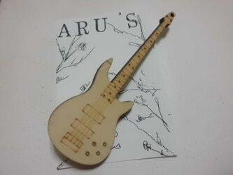ギターブローチの画像