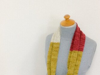 コットンとリネンの機械編みスヌード カラシ×レッドの画像