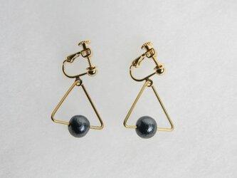 sankaku pearl earring [VE-001b]の画像