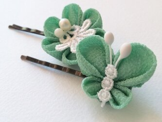 花とちょうちょのヘアピン*ひすい色【つまみ細工/ちりめん】の画像