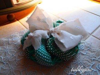 ビーズ編み巾着-spiral pouch(緑)の画像