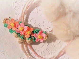 再販☆レース編みの白いちごのバレッタAの画像