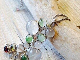 水玉ガラスとフローライト  ステンドグラスのネックレスの画像