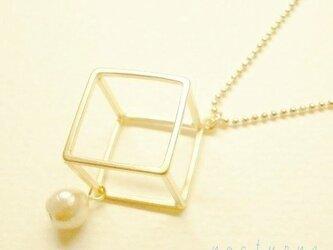 square☆四角とコットンパールのネックレスの画像