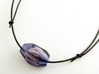 カット吹きガラスのペンダント(紫)の画像