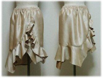 たっぷりフリルのスカートの画像