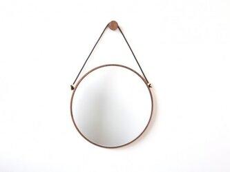 ウォールナットの壁掛け丸鏡の画像