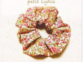 花柄ピンク色のシュシュの画像