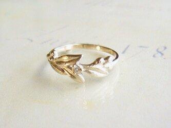 ダイヤとリーフのK10の指輪の画像