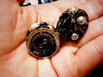 【一点物】フランス製ヴィンテージボタンのイヤリングの画像