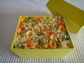 【ギフトに最適☆】YELLOW フラワーBOX(黄×橙×プチ緑)の画像